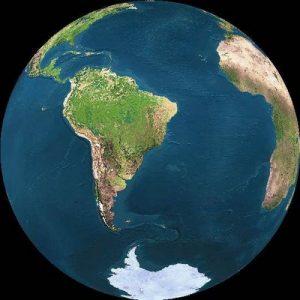 Terra vista do espaço. Recuperado em 3 de março de 2020, de https://geopoliticadopetroleo.wordpress.com/2010/07/21/forcas-armadas-realizam-simulacao-para-defesa-do-pre-sal/atlantico-sul-visto-do-espaco/